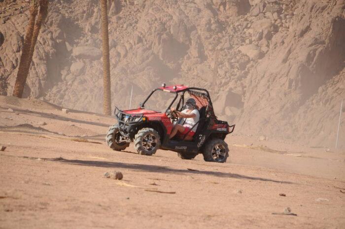 Safari in dune buggy nel deserto di Sharm